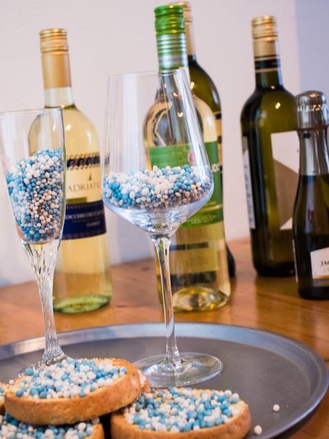 WijnSpijs combinatie: beschuit met muisjes en wijn