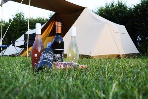 wijnen camping wijn in gras