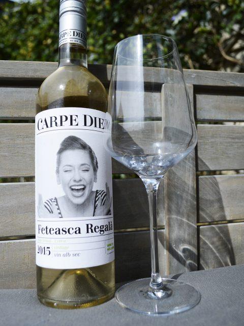 wijn moldavië glas en fles