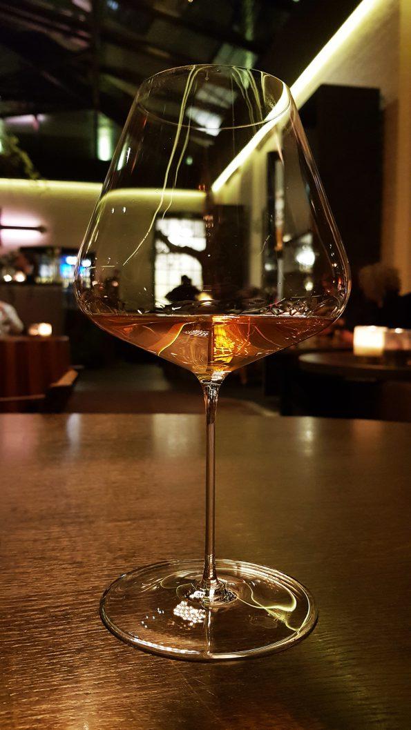 Zalto glas met Orange Wine